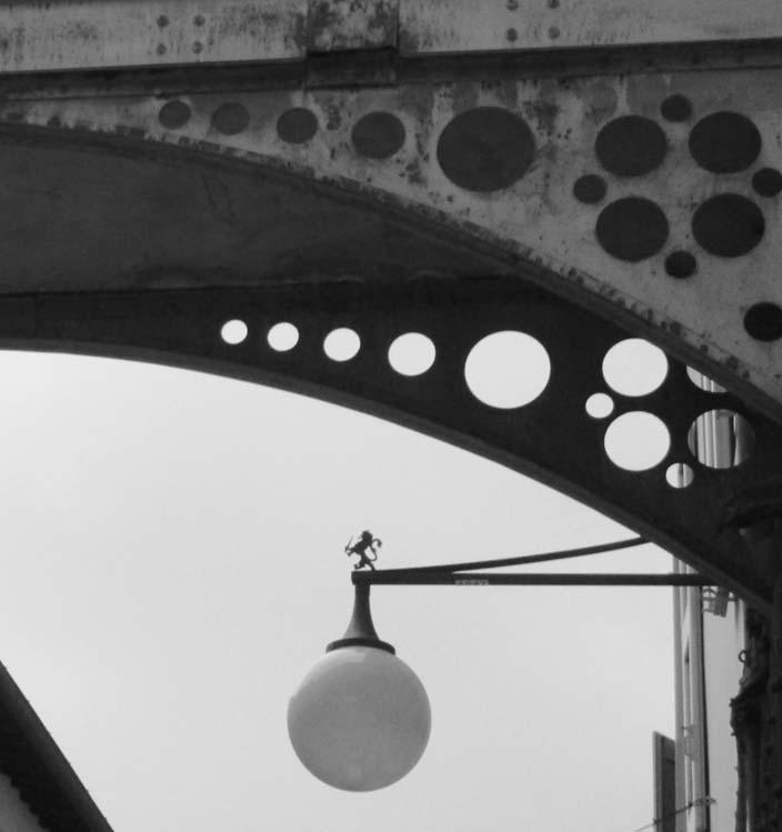 particolare ponte luce b/n